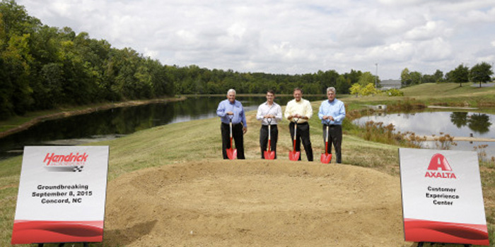 Left to right: Owner of Hendrick Motorsports and Chairman of Hendrick Automotive Group, Rick Hendrick; Axalta Chairman and CEO Charlie Shaver; Four-time NASCAR Cup Series Champion, Jeff Gordon; and Axalta Vice President and Head of Axalta's North America business, Nigel Budden, break ground on Axalta's Customer Experience Center.